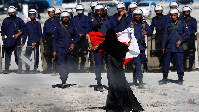 bahrain-lady-flag-army